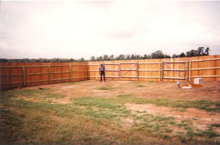 cf-6ft-privacy-with-metal-gate-posts-&-frame